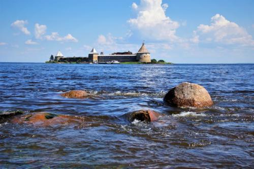 Крепость Орешек с берега